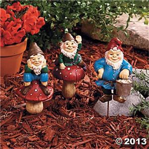 3 gnomes plant stakes garden decor front yard lawn art for Gnome 3 decoration fenetre