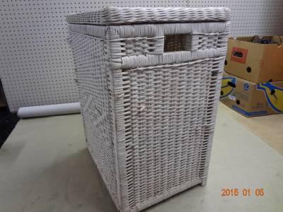 Vintage white wicker basket weave laundry cloths hamper shabby cottage nice ebay - White wicker clothes hamper ...