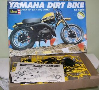 Revell 1 8 scale yamaha dirt bike plastic model kit h 1554 for Yamaha dirt bike plastics