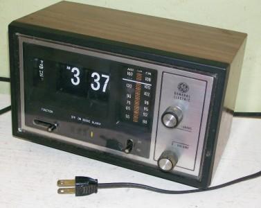 vintage general electric electric flip radio alarm clock model no 7