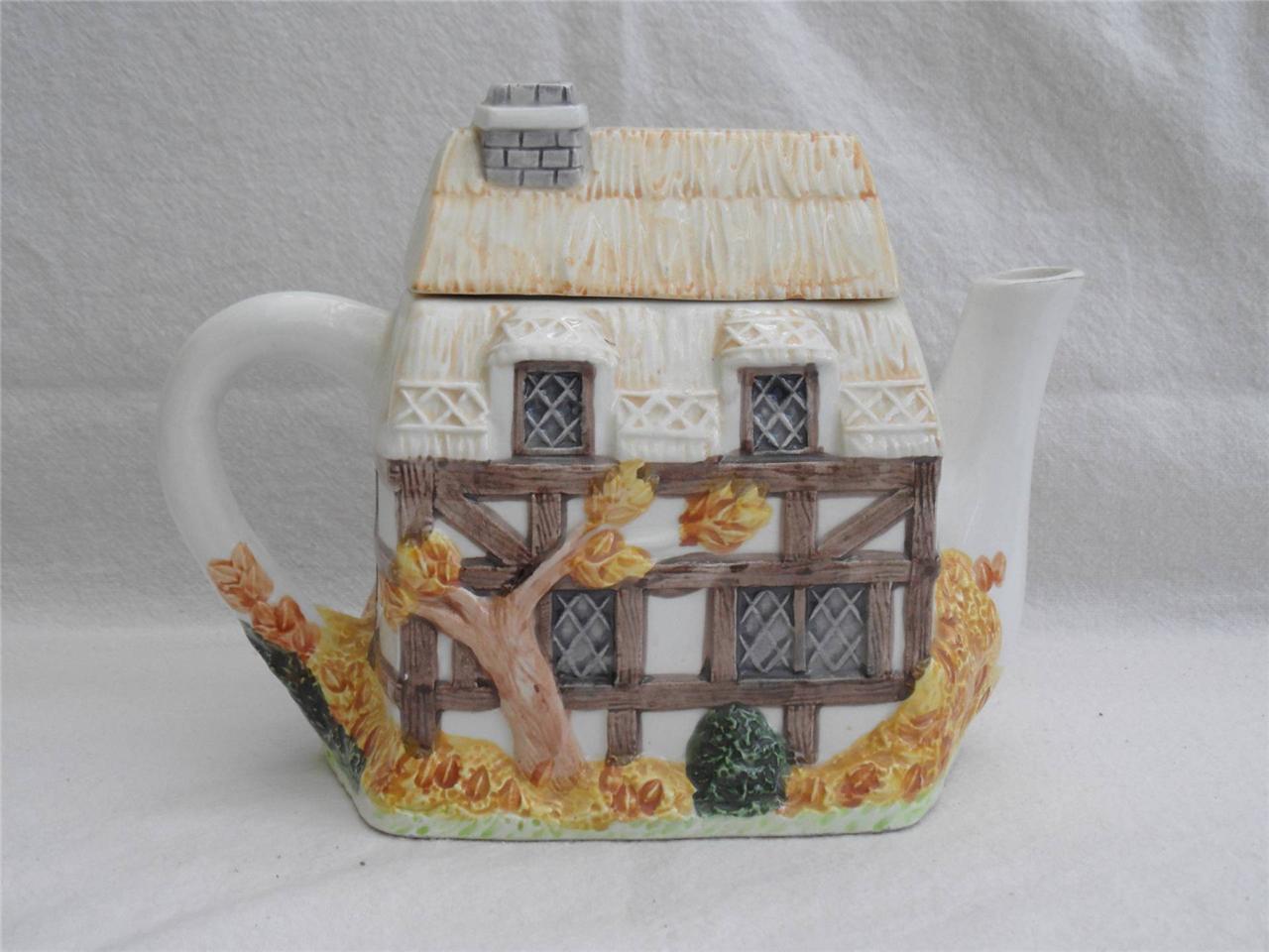 The-Village-Teapot-handpainted-autumn-cottage-collectable-FREE-UK-P-P