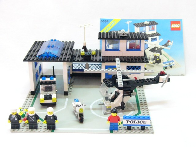 Lego 6384 Vintage Town City Police Station Complete With