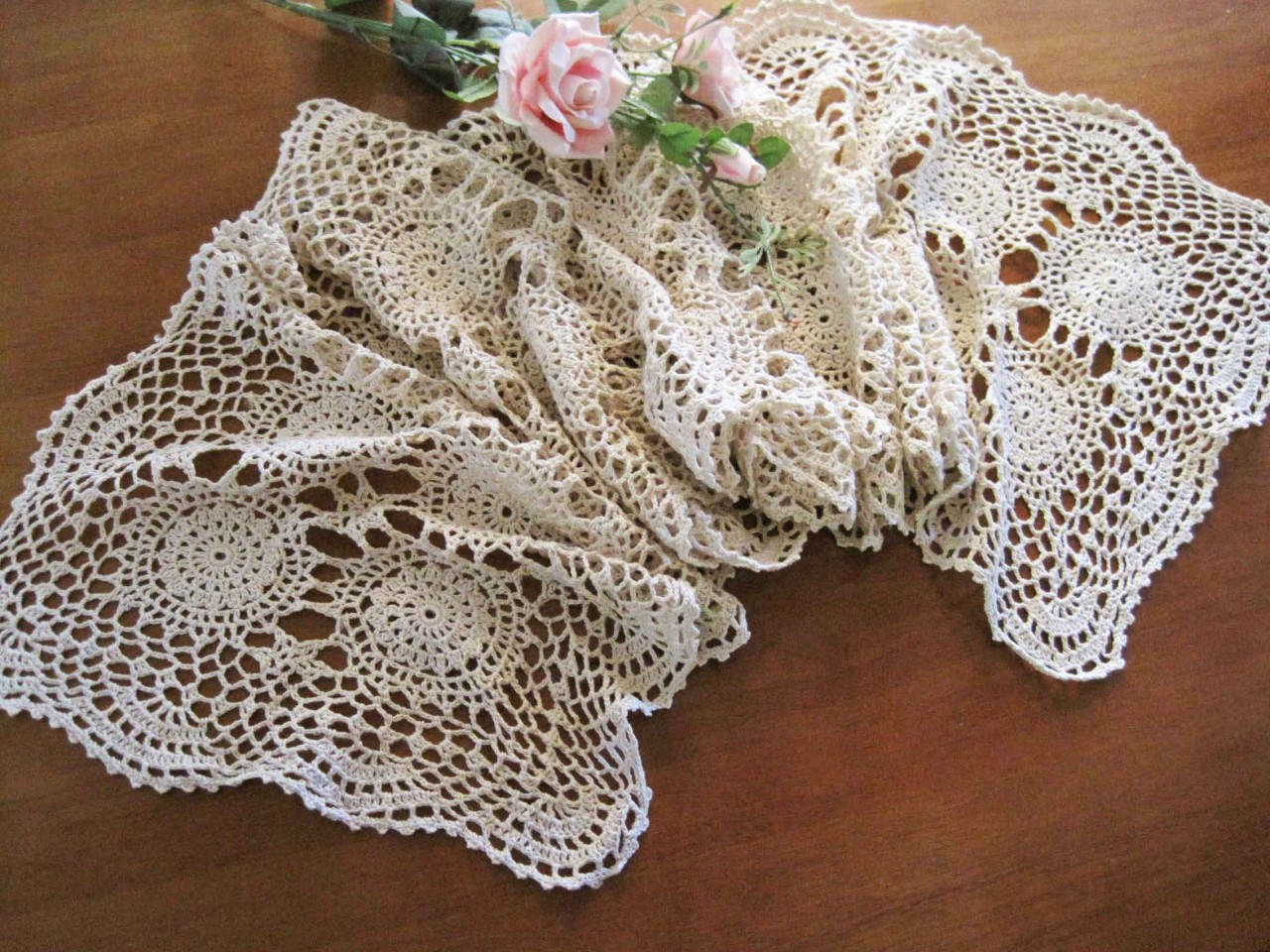 Crochet Patterns Table Runner : Crochet Lace Table Runner Pattern