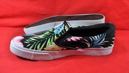 new s soda saylor black floral canvas loafers slip
