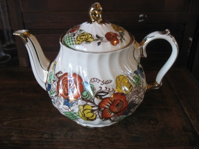 Sadler China Made in England http://www.ebay.com/itm/SADLER-china-made-England-teapot-Rose-Garden-pattern-multi-colored-transferware-/370806181356