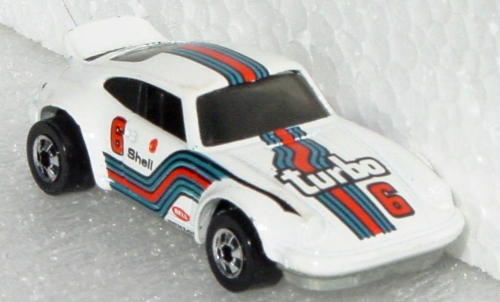 Blackwalls 7648 G - P-911 White Turbo 6 black wheels