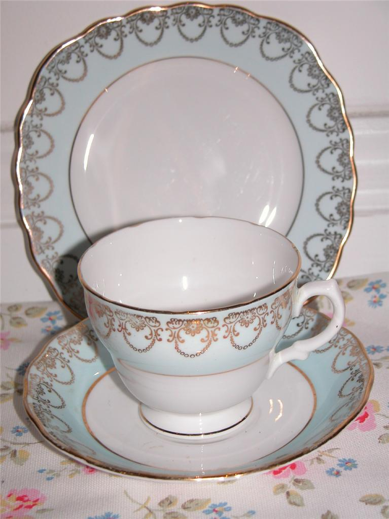 VINTAGE TEA PARTY WEDDING MIS MATCH CHINA TRIOS CUPS SAUCERS PLATES