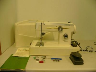 VINTAGE RICCAR SEWING MACHINE MODEL# 555SU ZIG ZAG | eBay