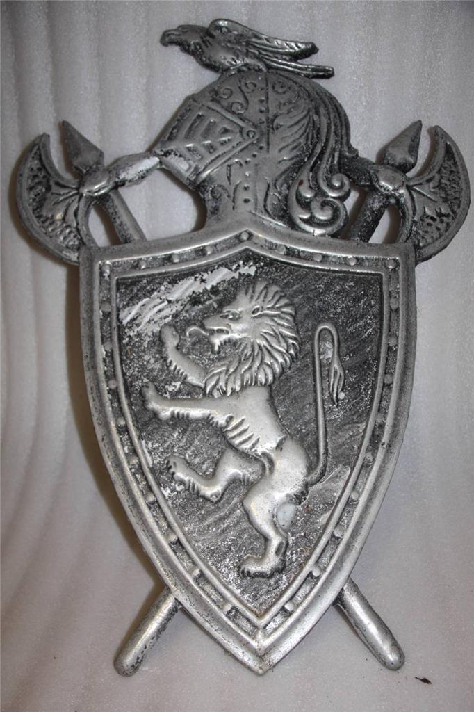 COAT-OF-ARMS-jousting-CAST-METAL-WALL-PLAQUE-knight-vintage-made-in-Japan
