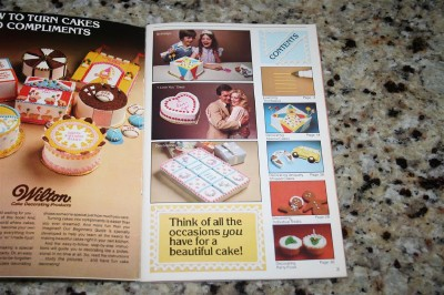 Wilton Cake Decorating Books For Beginners : Wilton Beginners Guide to Cake Decorating Book Cake Baking Designs eBay