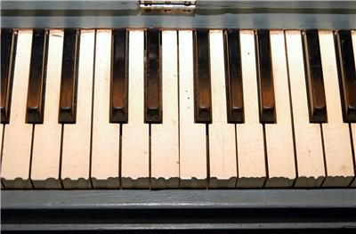Early 1900 39 s kroeger small size 40 spinet console upright for Small piano dimensions