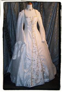 Renaissance costume dress tudor wedding gown b 40 for Tudor style wedding dress