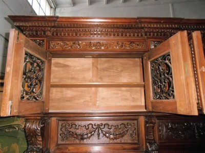 BEAUTIFUL HAND CARVED ITALIAN WALNUT ANTIQUE DINING ROOM