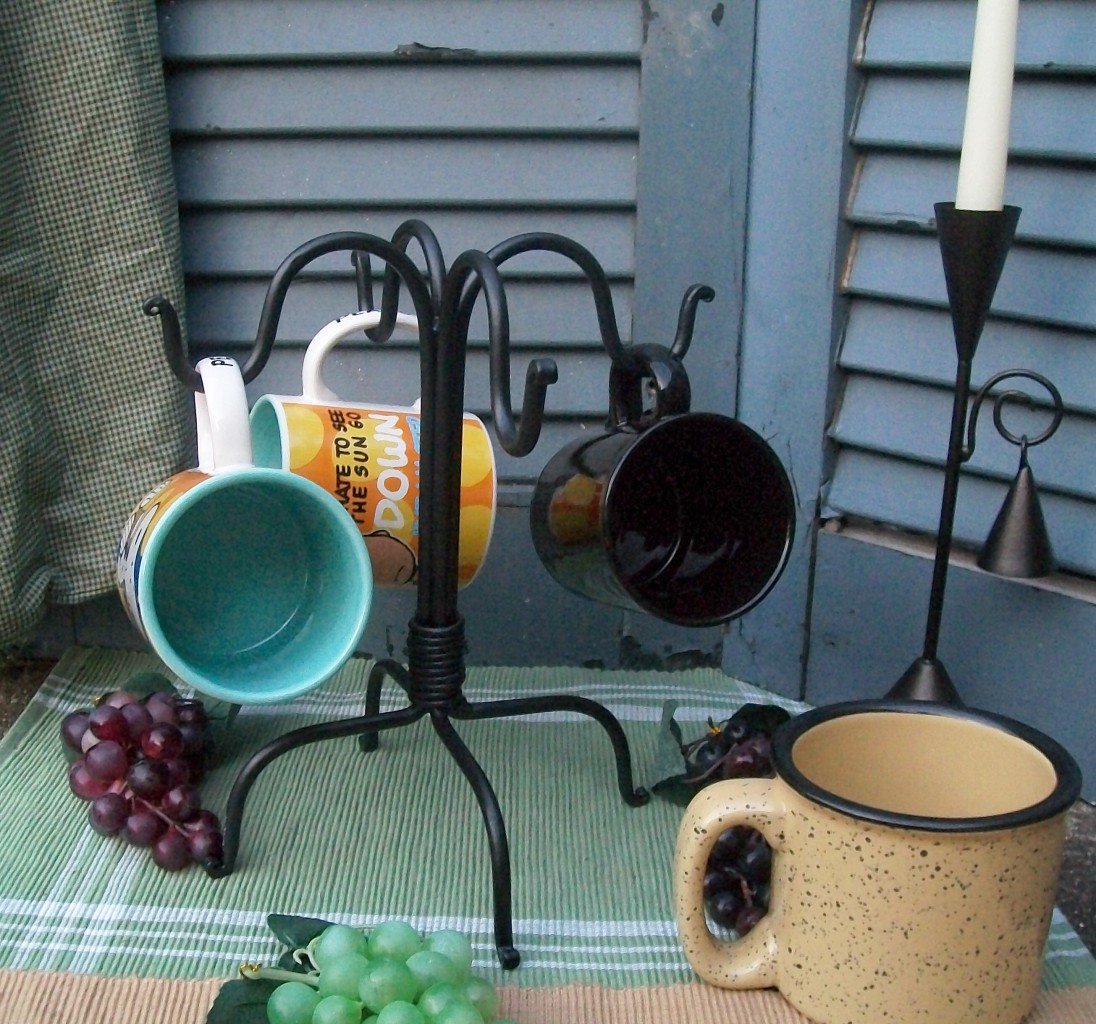 Black Hand Wrought Iron 4 Hook Coffee Mug Rack