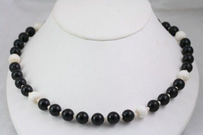 Vintage Costume Jewelry 60s MOD Black u0026 White Necklace & Vintage Costume Jewelry 60s MOD Black u0026 White Necklace | eBay