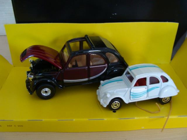 CORGI 1358 Citroën 2CV, petit et grand lot Comme neuf in box RARE Blanc et Violet UK voiture