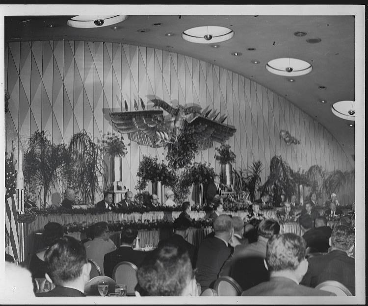 ORIGINAL PHOTOGRAPH OF BANQUET WITH WERNHER VON BRAUN SPEAKING, THE ROOSEVELT HOTEL, NEW ORLEANS, LOUISIANA, Photograph
