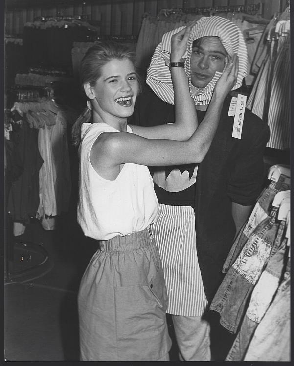 ORIGINAL PHOTOGRAPH BRAD PITT AND KRISTY SWANSON, BROADWAY DEPARTMENT STORE, Photograph