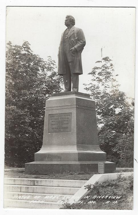 REAL PHOTO POSTCARD OF STATUE OF MARK TWAIN IN RIVERVIEW PARK, HANNIBAL, MISSOURI, Postcard