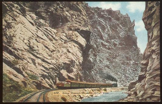 TRAIN GOING THROUGH THE ROYAL GORGE, COLORADO, Postcard