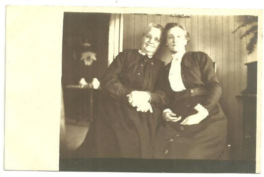 REAL PHOTO POSTCARD OF TWO LOVELY LADIES, Postcard