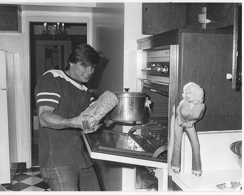 ORIGINAL PHOTOGRAPH GRANT SHOW, RICK, RYAN'S HOPE IN KITCHEN, Photograph