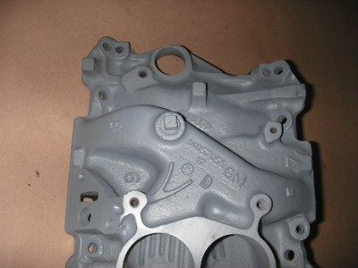 Chevy 305 350 OEM Cast Iron EGR 4 bbl Intake Manifold on