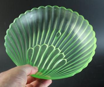Walther Sohne Art Deco Uranium Glass Muschel Bowl