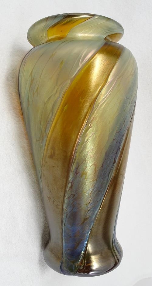 Help ID mark on art glass vase please  1026319225_o