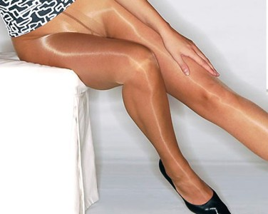 Glossy Pantyhose Putting To 35