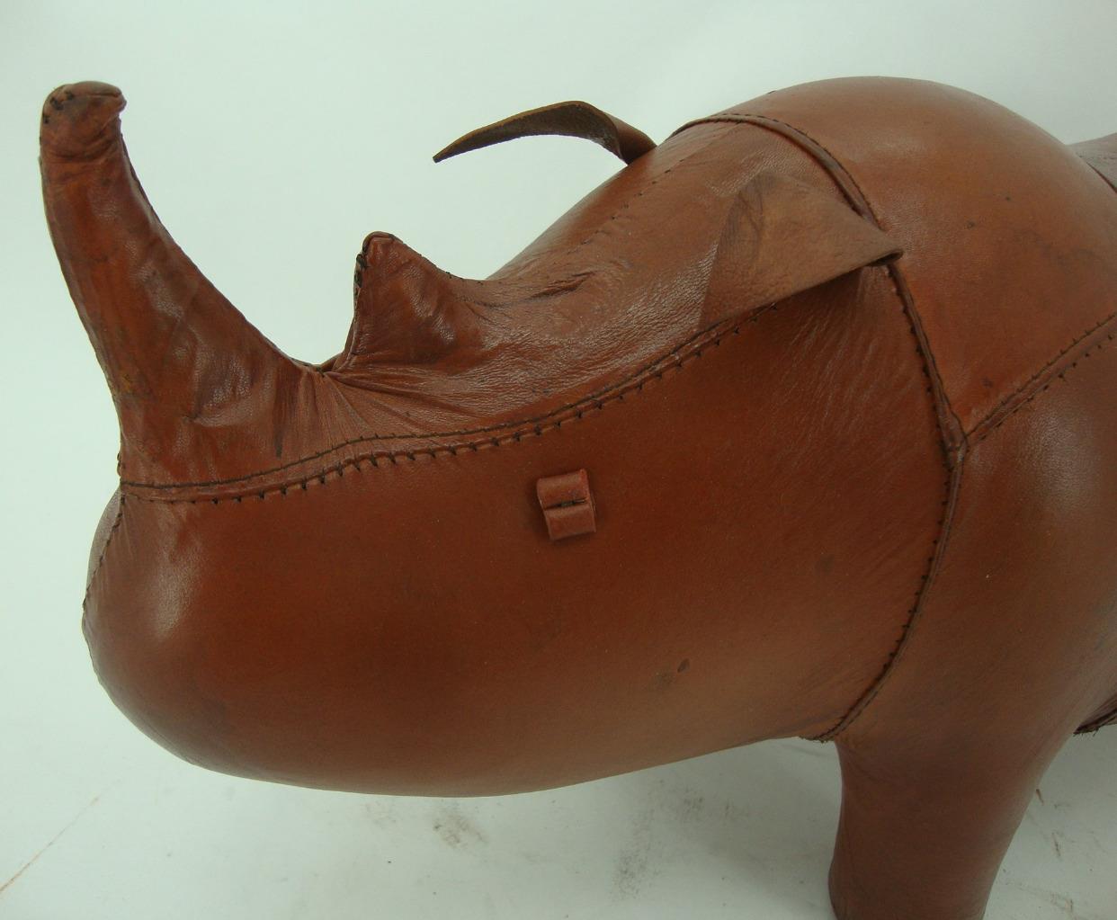Hecho-a-Mano-Cuero-Genuino-Rhino-Taburete-Reposapies-28cm-X-56cm miniatura 4