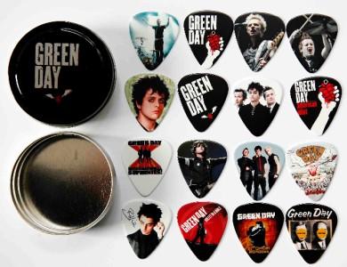 green day tin of 16 full colour premium guitar picks ebay. Black Bedroom Furniture Sets. Home Design Ideas