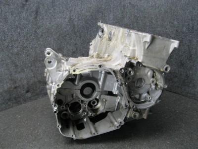 04 Suzuki GSXR GSX R 600 Engine Block Crankcase Case 18B