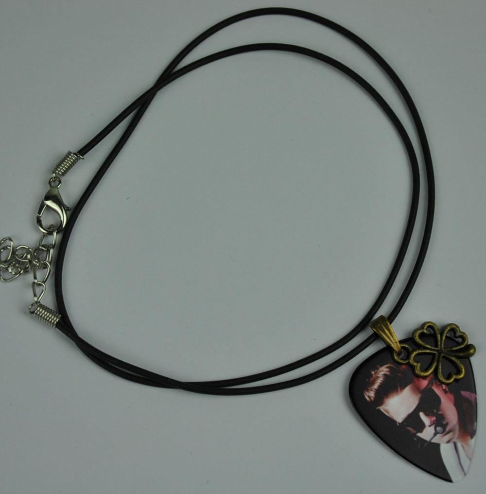 Justin Bieber Guitar Pick Necklace , Metal Four-leaf ...  Justin Bieber G...