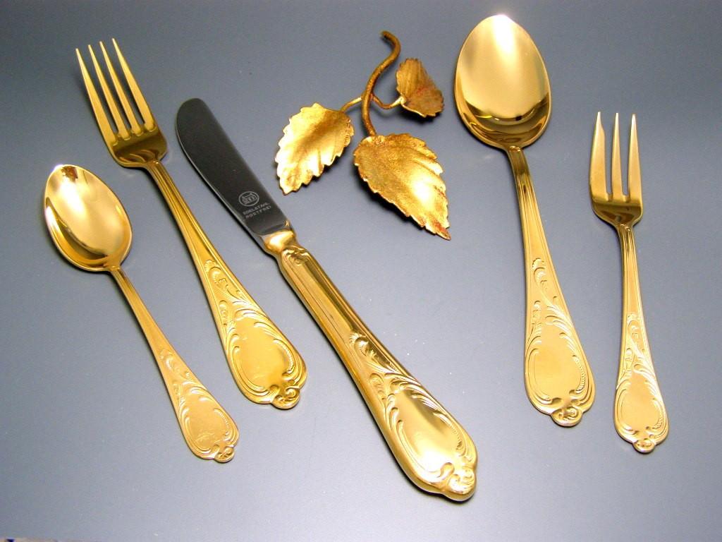 23 24 carat hard gold plated gold solingen cutlery for 12. Black Bedroom Furniture Sets. Home Design Ideas