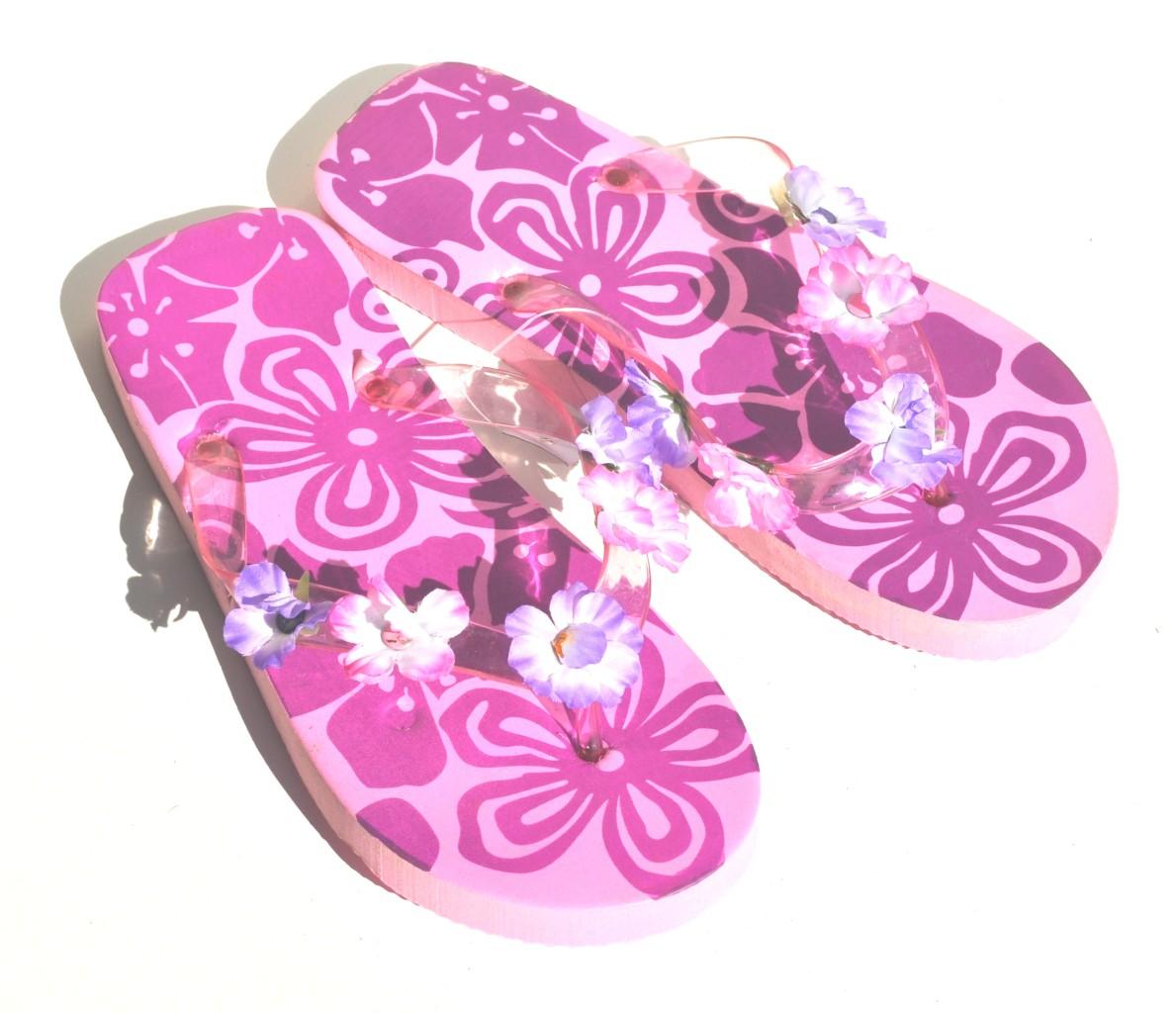 Sandal King Purple Hawaiian Flowers Women Beach Flip Flops Retail