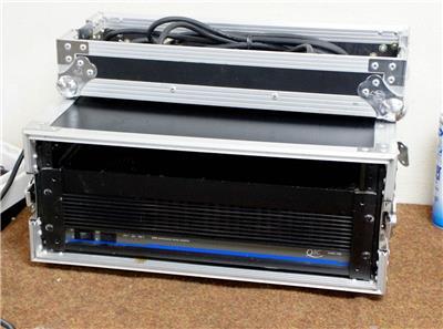 qsc model 1400 stereo power amplifier with road case j977 ebay. Black Bedroom Furniture Sets. Home Design Ideas