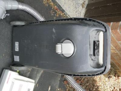 Vtg Kenmore Whispertone Vacuum Cleaner Sweeper Canister 12
