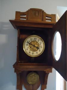Advise Junghans swinger clocks something