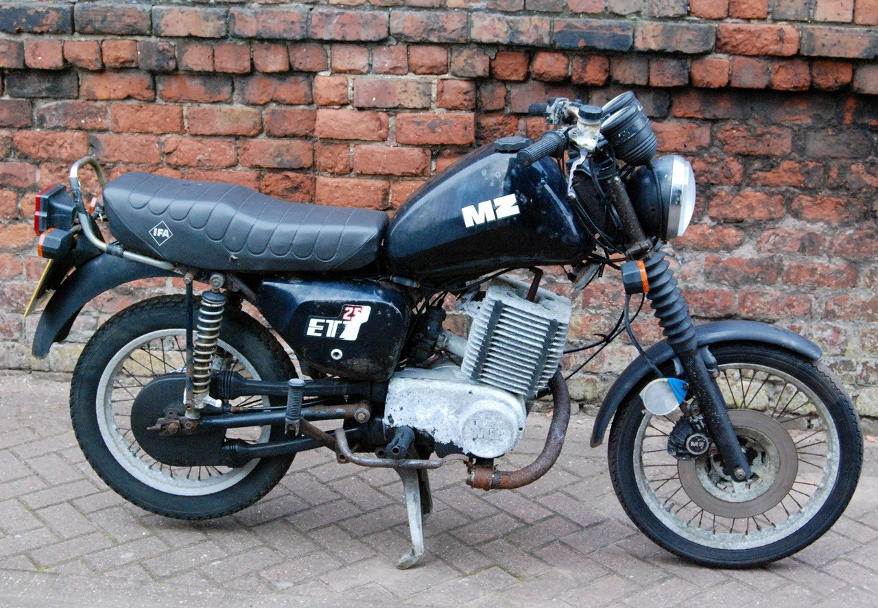 mz motorcycle etz 251 250 1992 only 16771km approx 10421. Black Bedroom Furniture Sets. Home Design Ideas