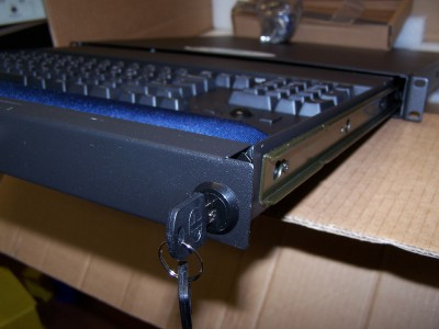 NTI 1U UKT Rackmount Keyboard TrackBall Drawer /& lock//2-keys USB Cable NEW top-O