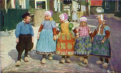Photo 1954 Row of 5 Dutch Children in Wooden Shoes