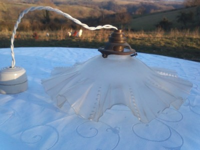 PRETTY 1900S ANTIQUE FRENCH ART DECO PLEATED OPALINE GLASS LAMP LIGHT