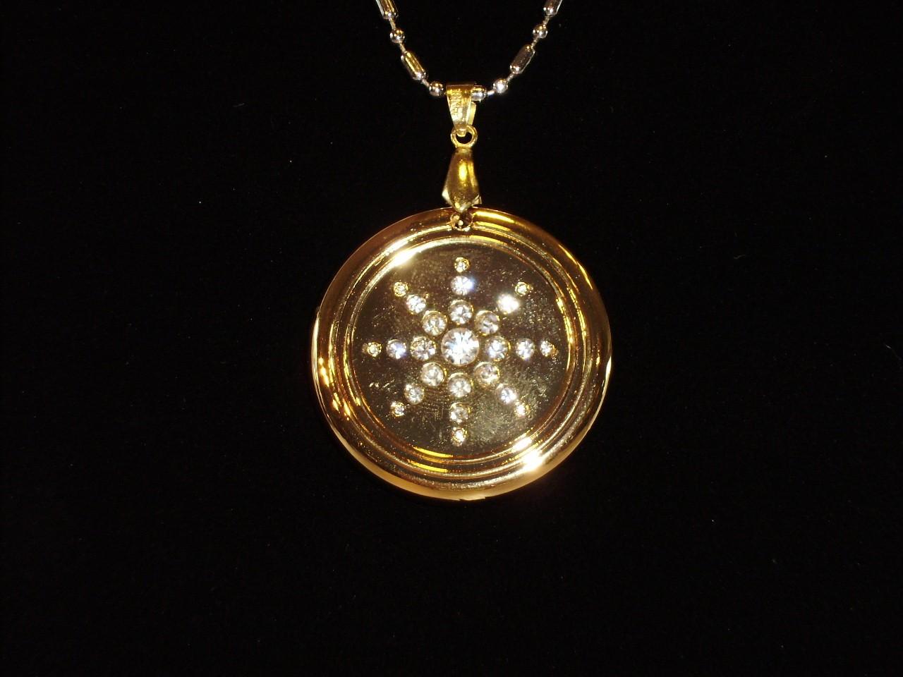 Quantum Science: EHM QUANTUM SCIENCE PENDANT GOLD CRYSTAL METAL 40