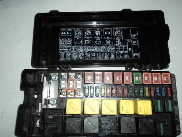 where is land rover defender fuse box td5 blade type fuse box - defender forum - lr4x4 - the ...
