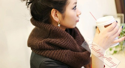Длинный кофейный шарф фото.