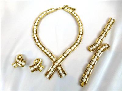 Crown Trifari Lucite Cabochon TortoiseTopaz Chain Link Necklace /& Bracelet Set Thermoset
