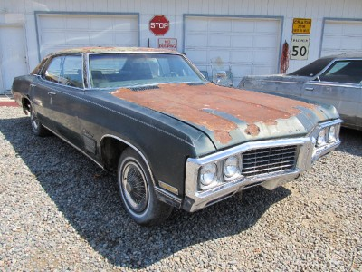 completely parting out this car one lug nut 1970 buick wildcat 70bw1 x ebay. Black Bedroom Furniture Sets. Home Design Ideas