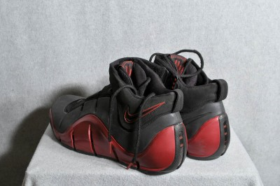 5fcce4834f24 2006 HARD TO FIND LEBRON JAMES NIKE BASKETBALL SHOES on PopScreen
