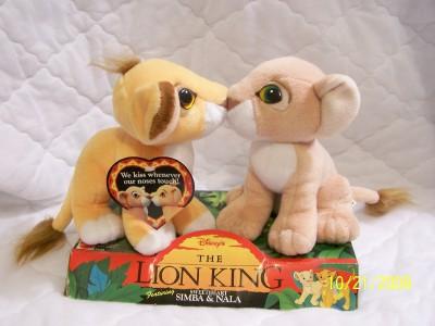Disney's The Lion King Sweetheart Simba & Nala Kissing